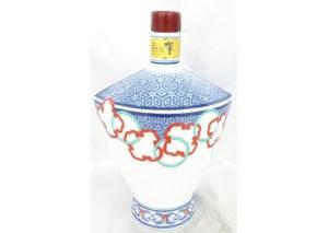 山形県村山市のお客様から響21年有田焼 色絵輪繋文風鐔形瓶を宅配買取させて頂きました。