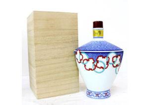 長崎県諫早市のお客様より響21年 有田焼色絵輪繋文風鐔形瓶を宅配買取させて頂きました。