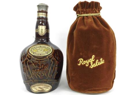 陶器ボトルのブレンデッドウイスキー、ロイヤルサルート21年