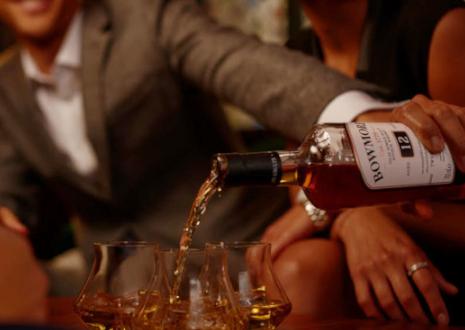 アイラモルトの入門ウイスキー「ボウモア」の魅力とは
